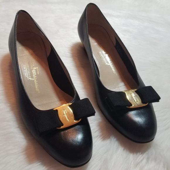c551bc277643a SALVATORE FERRAGAMO Vintage Vara Bow Heel 7C
